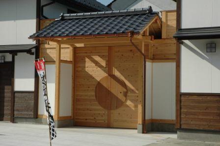 正面の木製扉.JPG